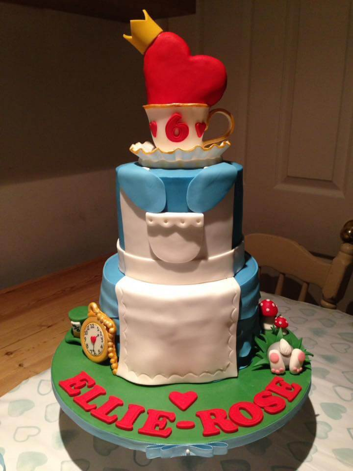 Alice-in-Wonderland-cake